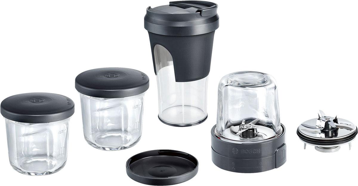 Bosch MUZ45XTM1 комплект насадок для кухонных комбайновMUZ45XTM1Набор Bosch TastyMoments 5-в-1 для кухонных комбайнов.Эффективная конструкция для измельчения, например, кофейных зёрен, злаков, орехов, сахара, пряностей, цукатов, хлопьев и другого.Универсальный измельчитель позволит быстро переработать овощи, фрукты, мясо, твёрдые сорта сыра, а также зелень/травы, например, для приготовления соуса песто.Специальная крышка ToGo легко превратит стакан пластикового блендера в герметичный контейнер для напитков, смузи или супов-пюре, который вы всегда можете взять с собой.Каждый из 3-х стеклянных контейнеров может быть закрыт специальными крышками для хранения приготовленных продуктов