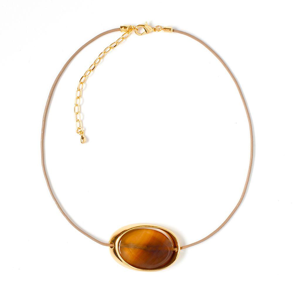 Колье Selena, цвет: бежевый, коричневый. 10105681Колье (короткие одноярусные бусы)Натуральная кожа, ювелирная смола, латунь. Гальваническое покрытие: золото, длина колье 42-52 см ширина кулона 3 см