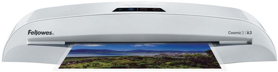 Fellowes Cosmic 2 A3 ламинаторFS-57257Cosmic 2 A3 –надежный ламинатор для малого или домашнего офиса. Ламинатор имеет 2 горячих режима 75 и 100 мкм (75 и 125 мкм после модернизации в 2015г.) Ламинатор после модернизации позволяет ламинировать пленку 100 мкм с приемлемым качеством при использовании режима 125 мкм. Максимальный формат документа – А3. Рычаг освобождения поможет изъять неправильно поданный документ. Корпус ламинатора не перегревается и безопасен при прикосновении.Ламинатор Cosmic 2 A3 позволяет надежно заламинировать документы, презентационные и рекламные материалы, фотографии, грамоты, рисунки, открытки, визитки, инструкции и многое другое. Стартовый набор включает пленку для ламинирования 10 документов.Основные характеристики:Диапазон плёнок 75 – 100 мкм (75–125 мкм после модернизации в 2015г)Скорость ламинирования - 30 см /минВремя нагрева - 5 минГарантия 2 годаТехнологии: Heat Guard Запатентованная технология безопасности, уменьшает температуру корпуса на 50% и гарантирует полную безопасность пользователя при прикосновении.Jam Free механизм ClearPath обеспечивает 100% работу без заторов и зажевывания документов при использовании расходных материалов Fellowes.