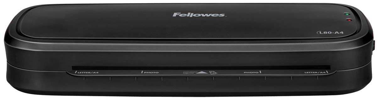 Fellowes L80-A4 ламинаторFS-57108Новый компактный ламинатор начального уровня Fellowes L80-A4 предназначен для использования в условиях домашнего офиса. Ламинатор рассчитан для работы с плёнками 75-80 мкм. L80-A4 простой и понятный в работе даже для детей, в нем всего лишь одна кнопка - включения. Ламинатор имеет универсальный температурный режим, который прекрасно подойдет для большинства повседневных задач. Зеленый световой сигнал подскажет о готовности к началу работы уже через 4 минуты после включения. Рычаг для освобождения некорректно поданного документа позволит избегать образования заторов. Благодаря компактным размерам и плоскому корпусу вы сможете разместить его в любом удобном месте на рабочем столе. Ламинатор Fellowes L80-A4 надежно защитит ваши фотографии, детские рисунки, открытки, грамоты и другие документы от влаги, загрязнения и навсегда сохранит для них привлекательный внешний вид.