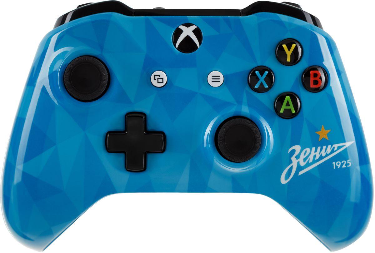 Xbox One Зенит Сине-бело-голубой беспроводной геймпад6CL-00002Ощутите невероятное удобство управления с беспроводным геймпадом Xbox One. Импульсные триггеры обеспечивают вибрационную обратную связь, так что вы почувствуете малейшую тряску и столкновения с высочайшей точностью. Отзывчивые мини-джойстики и усовершенствованная крестовина повышают точность. А к 3,5 - мм стереогнезду можно напрямую подключить любую совместимую гарнитуру. Почувствуйте игру благодаря импульсным триггерам. Вибрационные электродвигатели в триггерах обеспечивают прецизионную обратную связь, передавая отдачу оружия, столкновения и тряску для достижения невиданного реализма в играх! Теперь геймпад оснащен 3,5-мм стереогнездом, к которому можно напрямую подключить любимую игровую гарнитуру. Поддерживается беспроводное обновление прошивки, благодаря чему для обновления не требуется подключать геймпад с помощью кабеля USB. Точность Крестовина отлично реагирует как на касания, так и на нажатия навигационных кнопок ...