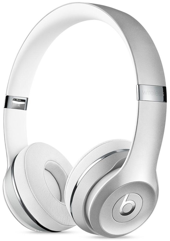 Beats Solo3 Wireless, Silver беспроводные наушникиMNEQ2ZE/AНаушники Beats Solo3 могут работать до 40 часов без подзарядки, чтобы вы могли пользоваться ими каждый день. 5-минутной зарядки Fast Fuel хватит ещё на 3 часа воспроизведения. Фирменное звучание Beats в наушниках с технологией Bluetooth класса 1 будет сопровождать вас повсюду - куда бы вы ни отправились. Расположение чашек с мягкими амбушюрами можно регулировать - вы сможете носить их целый день. Беспроводные наушники готовы к работе в любой момент. Включите их и поднесите к своему iPhone - они мгновенно подключатся к нему, а заодно и к вашим Apple Watch, iPad и Mac. В Solo3 с технологией Bluetooth класса 1 вы сможете слушать музыку где бы вы ни были. Неотъемлемая черта Beats Solo3 - знаменитое звучание Beats. Точная настройка акустической системы обеспечивает чистое сбалансированное звучание в широком диапазоне. Мягкие удобные чашки блокируют внешние шумы и позволяют вам услышать все оттенки любимой музыки. В беспроводных наушниках с...
