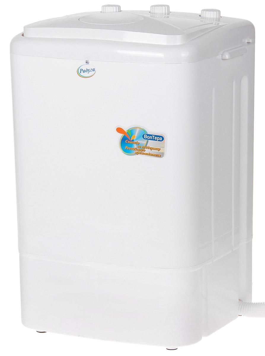 Волтера Радуга ВТ-СМ2RU стиральная машинаВТ-СМ2RUЛегкая мини-стиральная машина с вертикальной загрузкой Волтера Радуга ВТ-СМ2RU облегчает ручную стирку дома и в путешествиях. Подходит для стирки мелкого белья, а также изделий из деликатных тканей. Стирает быстро и эффективно со стойким результатом. Минимальный расход воды, энергии и моющих средств. Потребляемая мощность: 175 ВтРежим работы: реверсивный, повторно-кратковременный до 15 минут