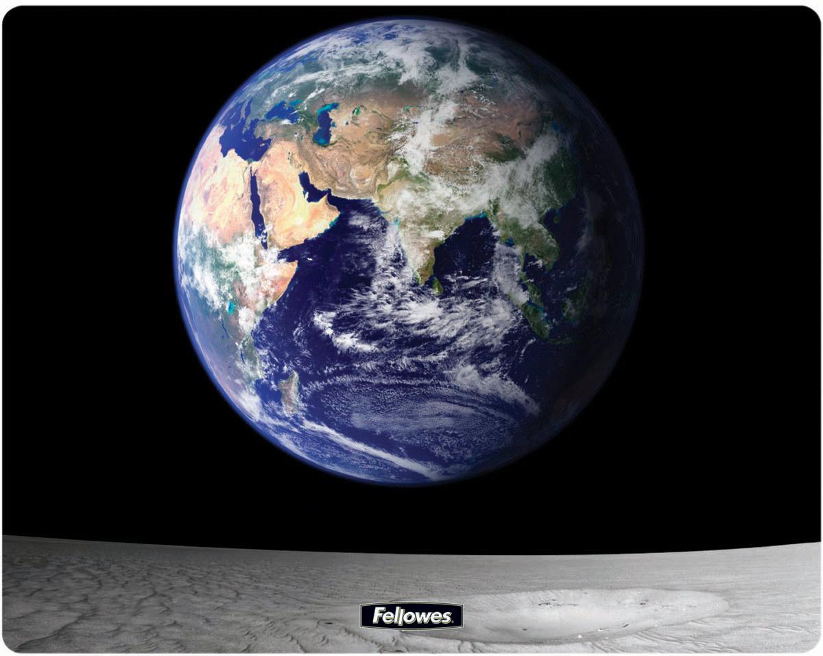 Fellowes FS-58715 Земля и Луна коврик для мышиFS-58715Коврик для мыши FS-58715 изготовлен из прочного и долговечного пластика Brite. Специальная запатентованная технология обработки пластика Brite в сочетании с твердой трехслойной структурой гарантирует идеальную работу любой компьютерной мыши и неподвижное положение коврика на рабочем столе. Высококачественное изображение. Легко чистится.
