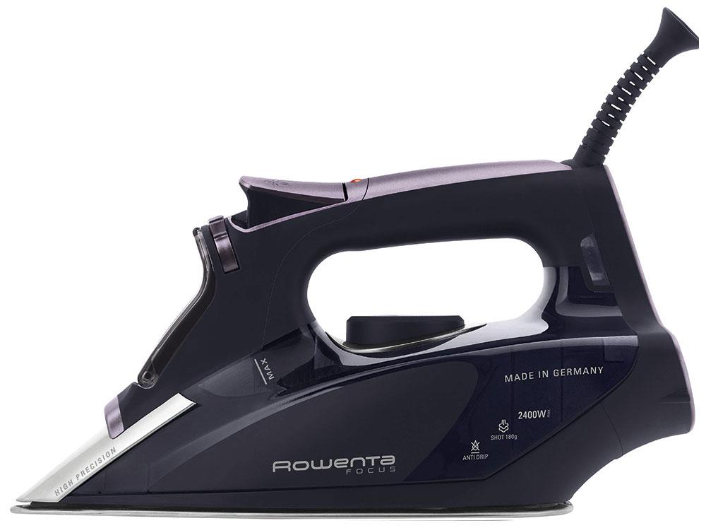 Rowenta Focus DW5135D1 утюгDW5135D1Благодаря высокой мощности и уникальной конструкции утюга Rowenta Focus DW5135D1 вы сможете подарить своим вещам профессиональный качественный уход и заботу надолго.Удобная ручка обеспечит легкое и безопасное управление прибором и удобное хранениеПовесьте ваши вещи на плечики и включите функцию вертикального отпаривания - разглаживайте складки быстро и простоРазглаживайте складки между пуговицами и в других труднодоступных и узких местах с помощью специального заостренного носикаУникальная подошва Microsteam 400 позволит превратить прибор из обычного мощного утюга в компактный отпариватель для одеждыНевероятно сильный паровой удар позволит пару проникнуть в самую глубь тканей и обеспечить профессиональный уход вашей одеждеБлагодаря эко-режиму утюг не потребляет много энергии - глажение становится не только приятным, но и экономичным занятиемУтюг защищен от образования накипи благодаря уникальной конструкции и расположению нагревательного элементаСпециальная функция Капля-стоп не допустит попадания конденсата на отглаженную одеждуБлагодаря уникальной технологии производства подошвы устойчивы к царапинам и прослужат вам намного дольше